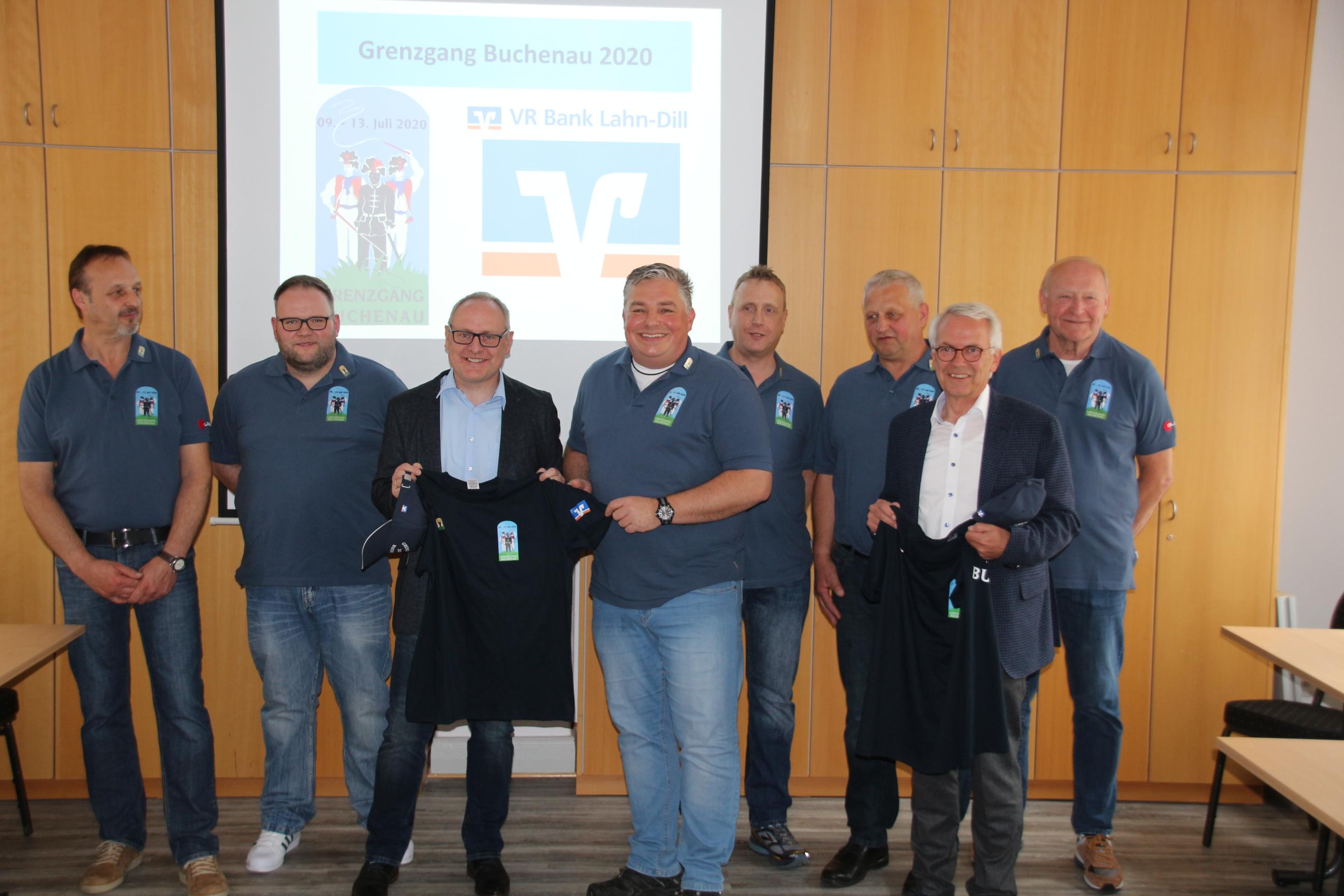 Übergabe der Shirts zum Grenzgang Buchenau 2020